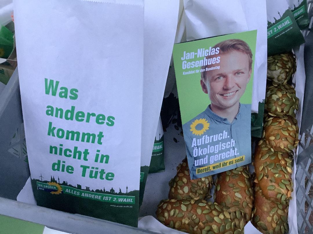 Essen und Lesen – Pendleraktion am Grevener Bahnhof